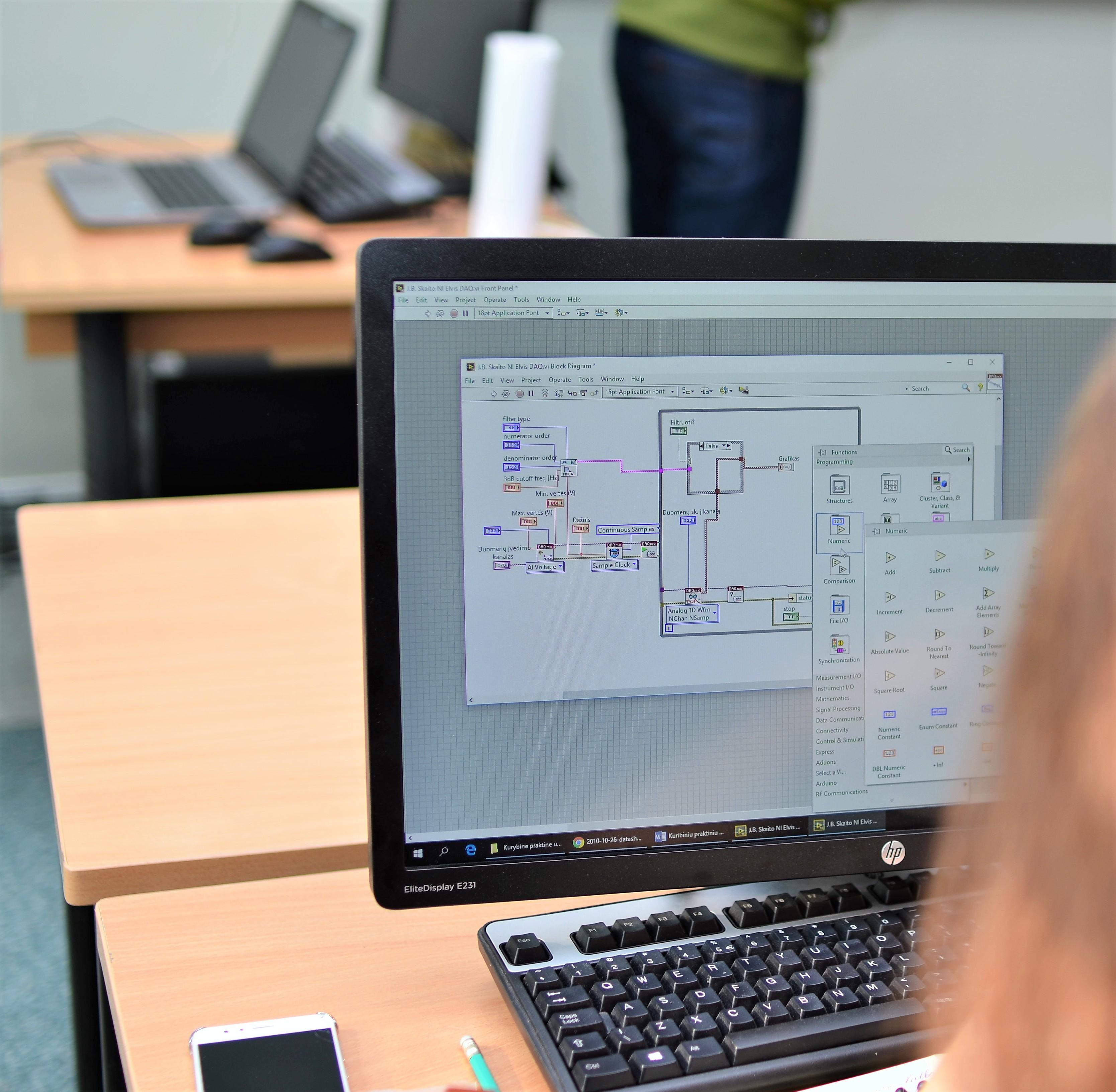 المعلوماتية (تكنولوجيا المعلومات - البرامج) (تخصصات - هندسة البرمجيات ، تطوير الأنظمة الذكية)